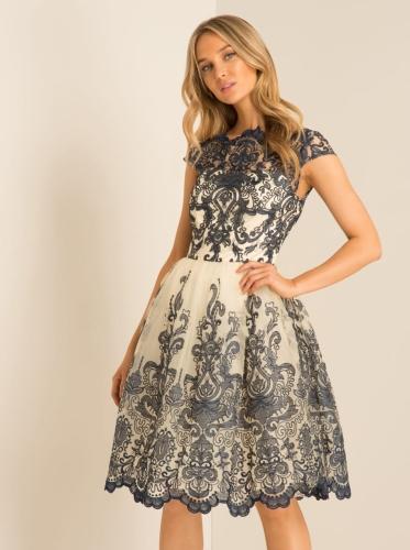 2e58fb9cfa Chi Chi London Kelsey sukienka wieczorowa midi haftowana
