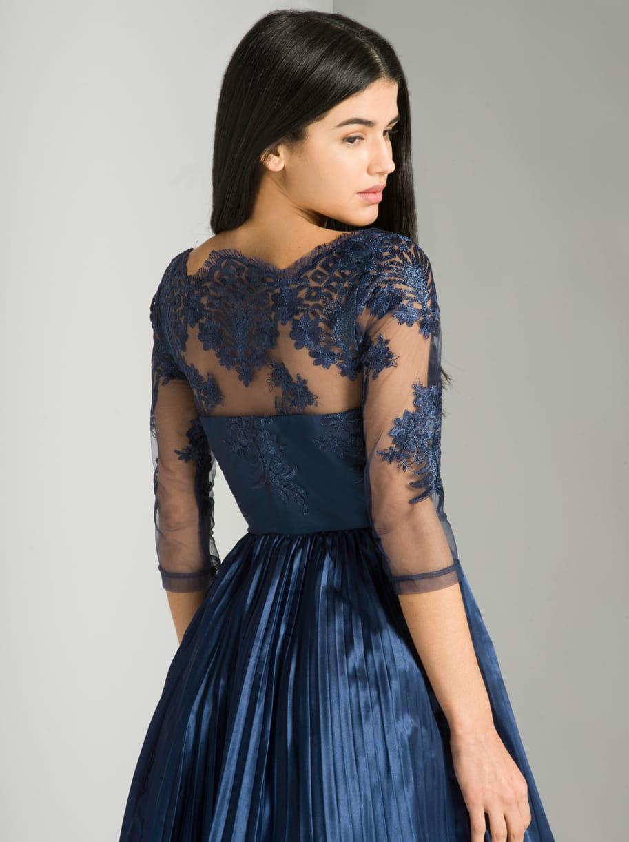 8a193509e0 ... Chi Chi London Cadence sukienka wieczorowa midi koronka plis ...