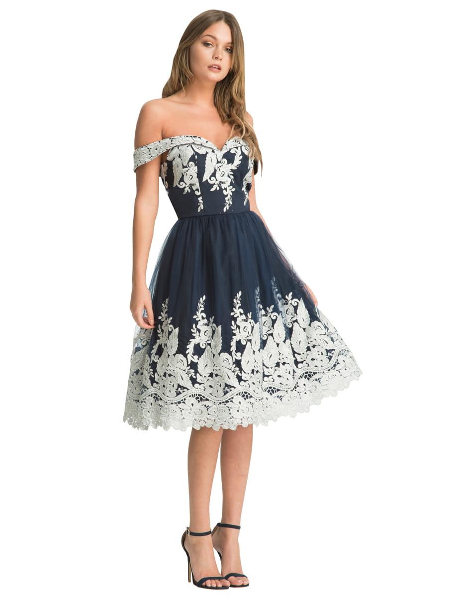6db38c9d79 Chi Chi London Alayah sukienka wieczorowa midi rozkloszowana tiul haftowana
