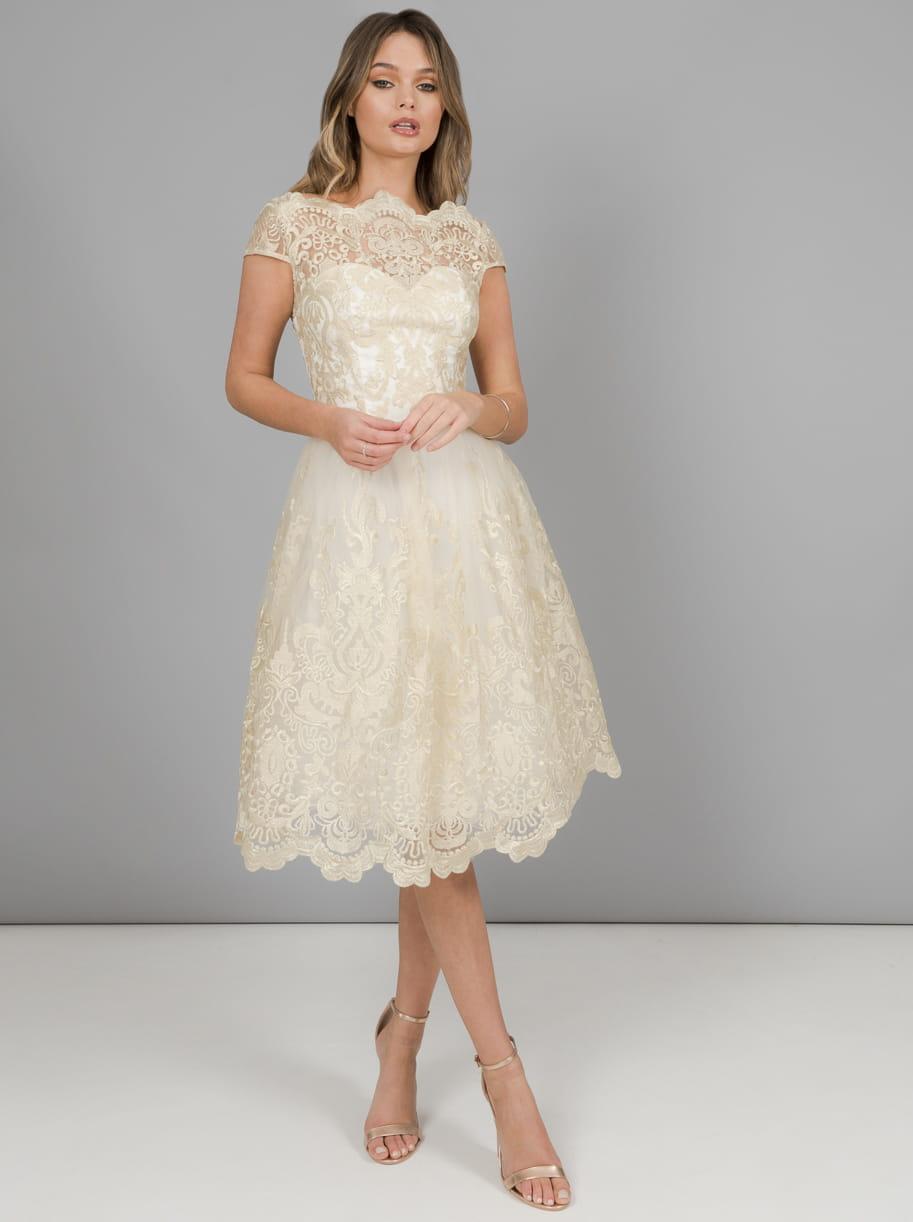 7d222b5e83 Chi Chi London Frances sukienka wieczorowa midi rozkloszowana haftowana